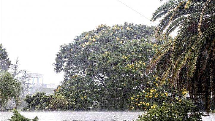 Estacionamiento de la zona sur durante la lluvia. Andrés Mansilla.