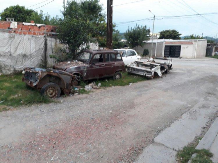 Para algunos vecino del Barrio Miguel Ortiz, se trata de un desarmadero clandestino, y piden que actúe la Policía.