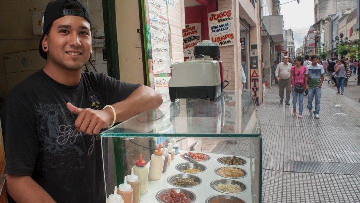 Ignacio Arias ayuda económicamente a su famila. (Lucas Alascio)