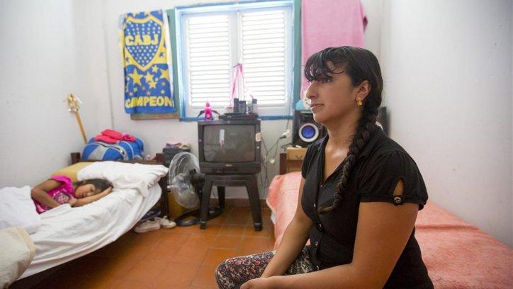 Jimena Argañaraz y su familia viven en el complejo, amenazaron con echarlos.
