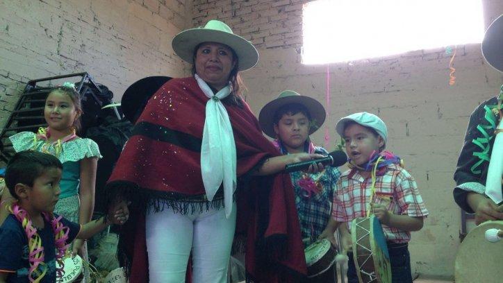 "Niños cantaron coplas para celebrar al ""niño travieso de la Pachamama. Trilce Lovisolo"