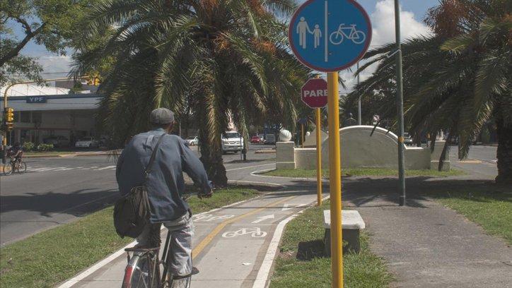 Los bicicleteros del Paseo de los Poetas fueron completamente arrancados de sus bases