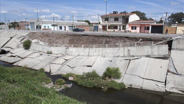 Otro tramo del puente que se había derrumbado. Archivo