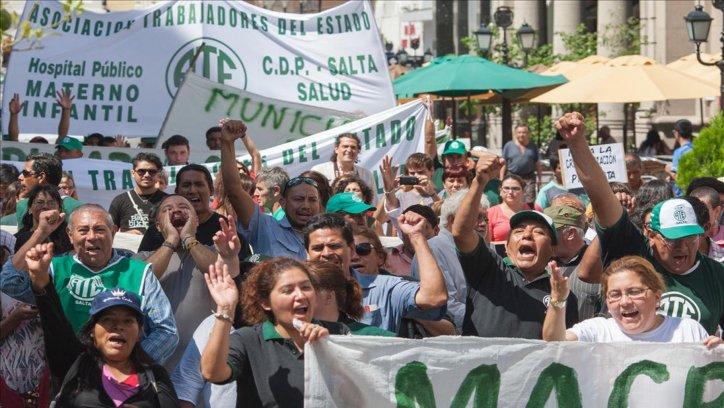 La plaza 9 de julio fue el epicentro de la movilización de los estatales en nuestra provincia. Jan Touzeau