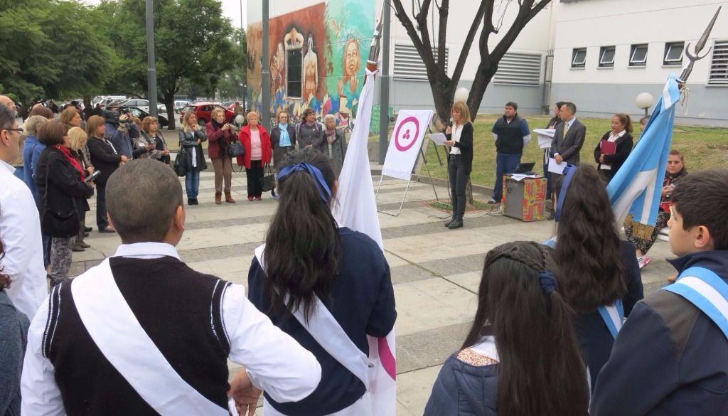 La bandera de la paz flamea en el hospital materno infantil - Hospital materno infantil la paz ...