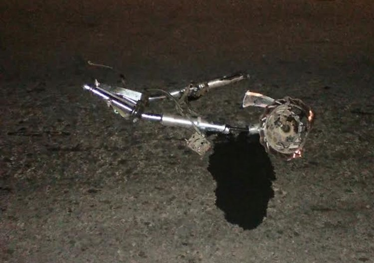 Parte de la moto que conducía el hombre que falleció en la Ruta Nacional 34 que se cobró una nueva víctima.