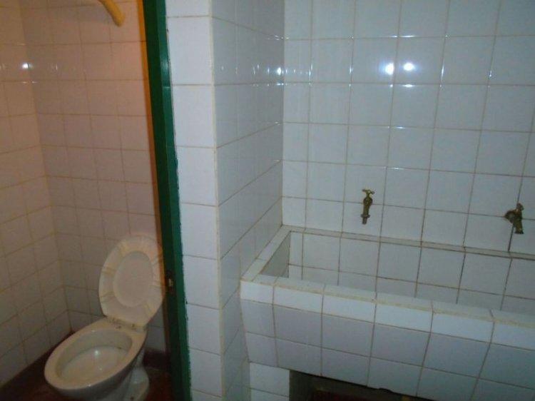 El baño privado con el cual cuenta Milagro Sala en la cárcel en Jujuy.
