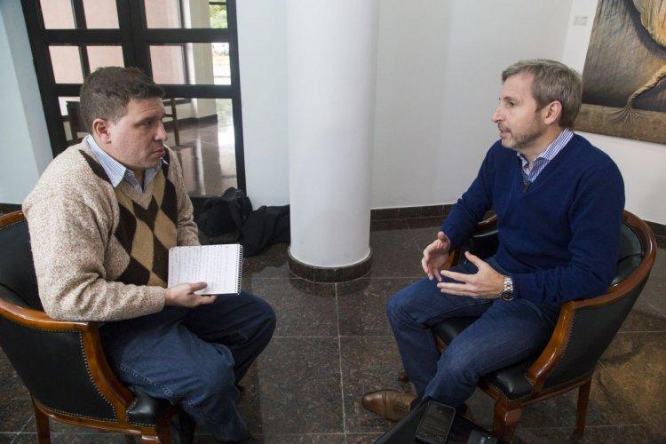Rogelio Frigerio, en diálogo con Hugo Krasnobroda, de El Tribuno. Foto: Andrés Mansilla