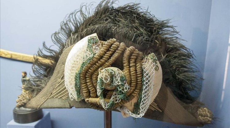 Sombrero bicornio Este objeto original perteneció a uno de los uniformes de gala que vestía el General.