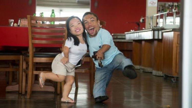 Paulo Gabriel da Silva Barros y Katyucia Hoshino es la pareja más pequeña del mundo.