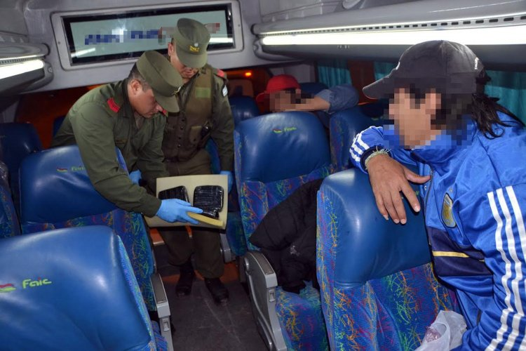 Son dos las mujeres detenidas por la Gendarmería.