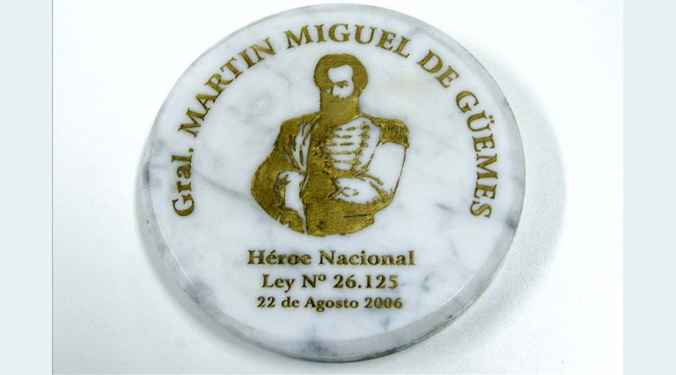 Reverso de la medalla en homenaje a Güemes.