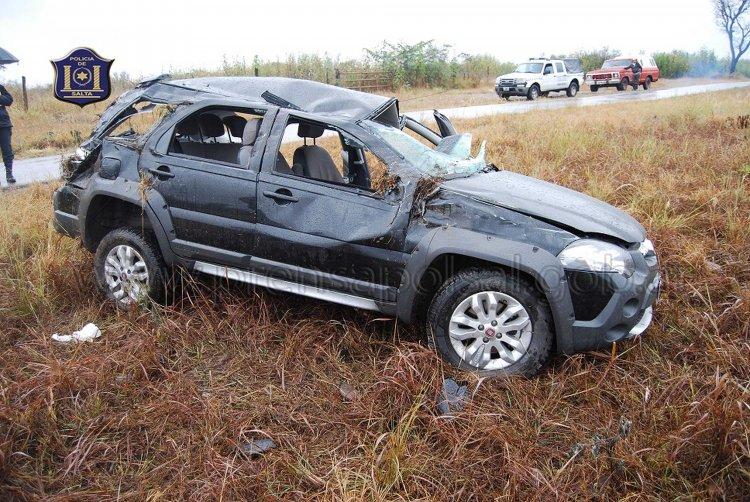 En el Fiat Palio viajaban dos hombres mayores y dos menores, los cuatro terminaron en el hospital con politraumatismos.
