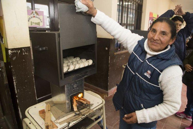 Beatriz Gutiérrez vende empanadas los fines de semana. Foto: Andrés Mansilla