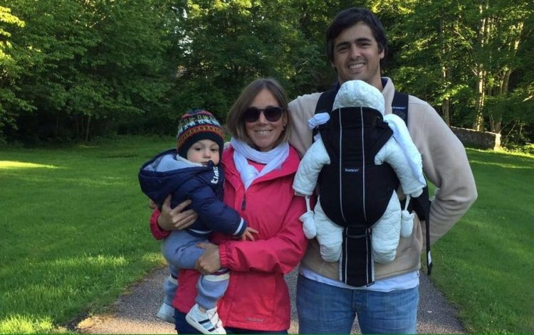 Rosario Alurralde, junto a su familia en Aberdeen, Escocia.