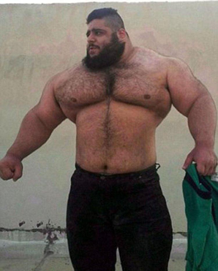 Gharibi puede levantar hasta 180 kilogramos. Narrasu vida deportiva en Instagram.