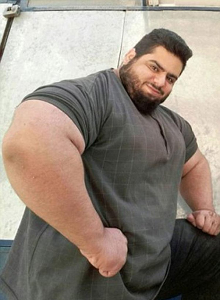 Sajad Gharibi quiere luchar contra ISIS en Siria. Cree que su físico es suficiente.