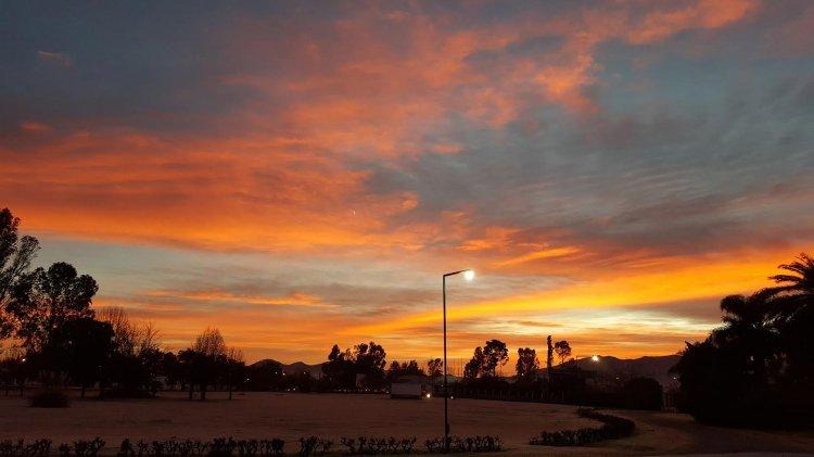 Un hermoso amanecer tuvimos hoy en Salta. La mínima fue de 0 grados.