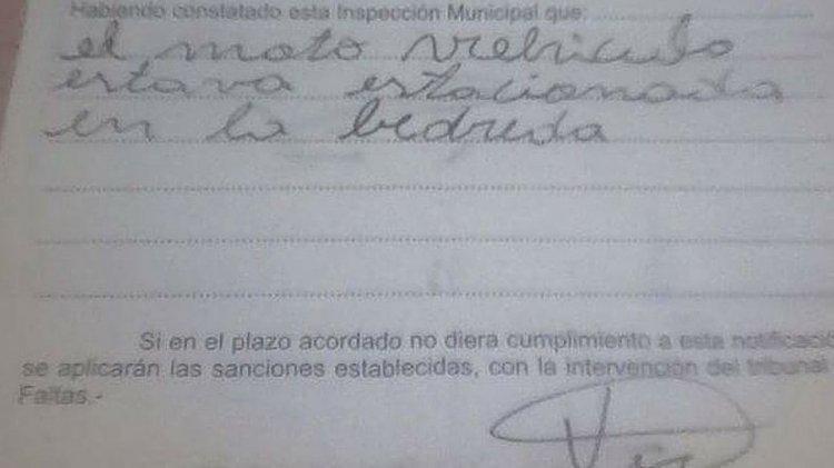 La multa confeccionada por el inspector de tránsito de Puerto Madryn.