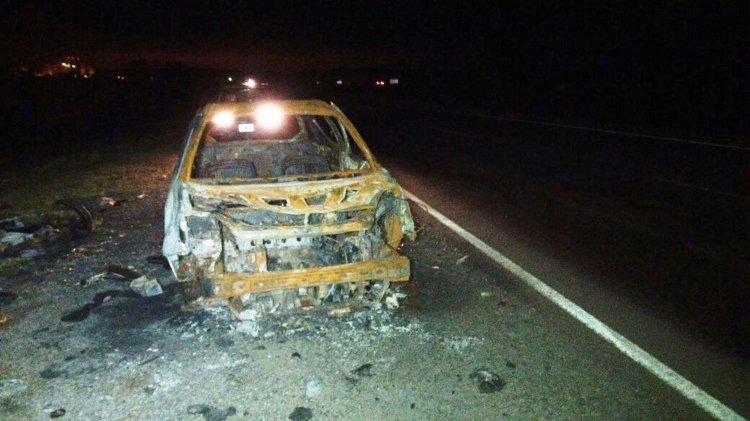 El esqueleto del Ford K constituye un verdadero peligro para la seguridad vial en la Ruta 9.