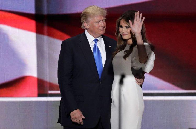 Donald Trump y su esposa Melania, ayer en la convención republicana.