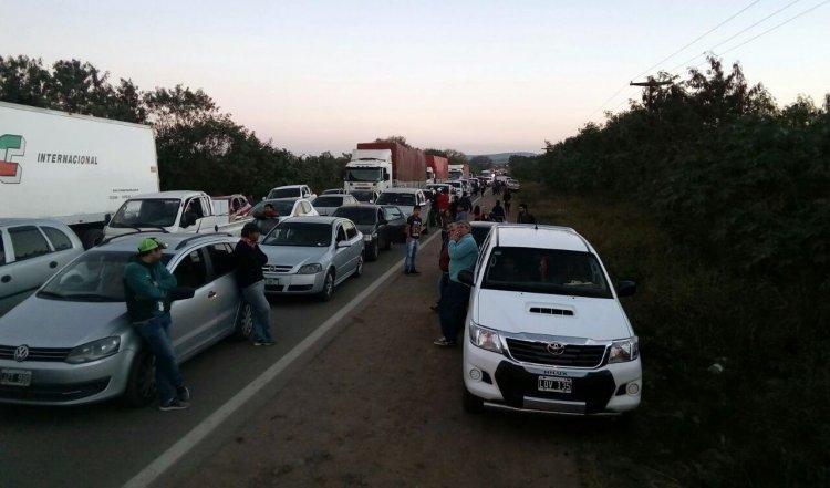 Corte en la ruta nacional 34 por protesta de los trabajadores de Ledesma. Foto: Néstor Troncoso
