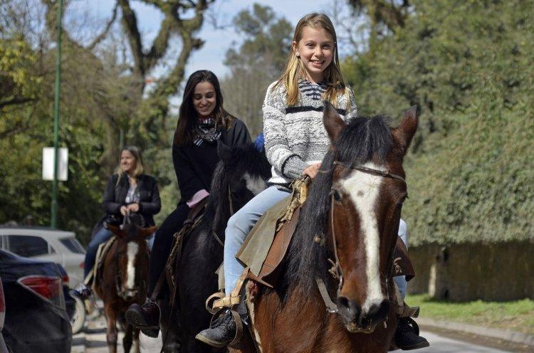 Turistas, de vacaciones en San Lorenzo. Foto: Gentileza Ministerio de Cultura y Turismo de la Provincia