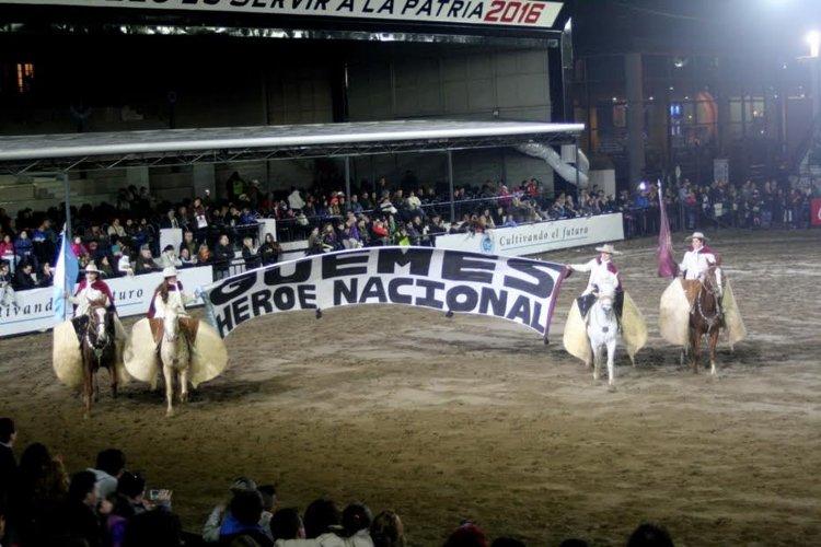 La presentación en Buenos Aires se hizo posible por la colaboración del haras El Guardamonte de la provincia de Tucumán y el Gobierno de la provincia de Salta.