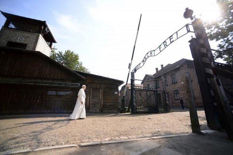 Francisco eligió no pronunciar discursos durante su visita a los campos de exterminio.