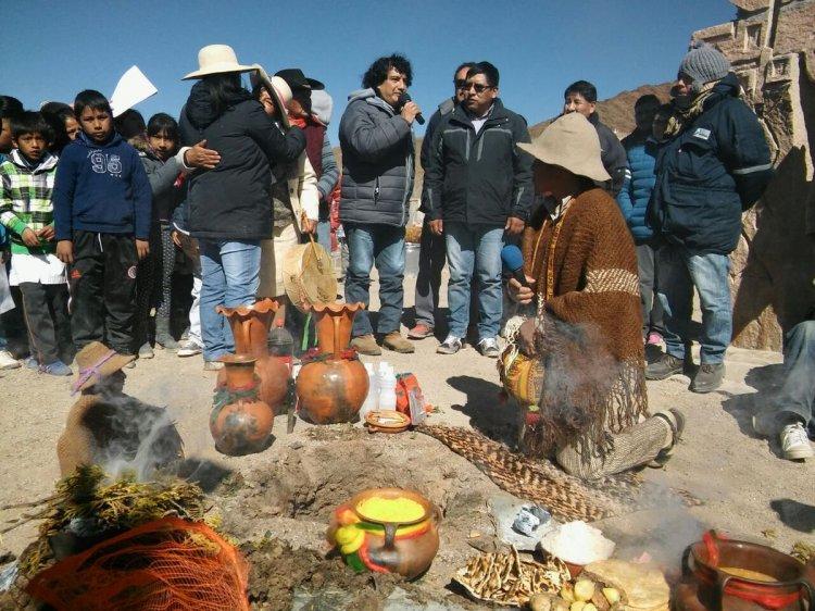 Honras a la Pachamama en San Antonio de los Cobres. Foto: Néstor Troncoso