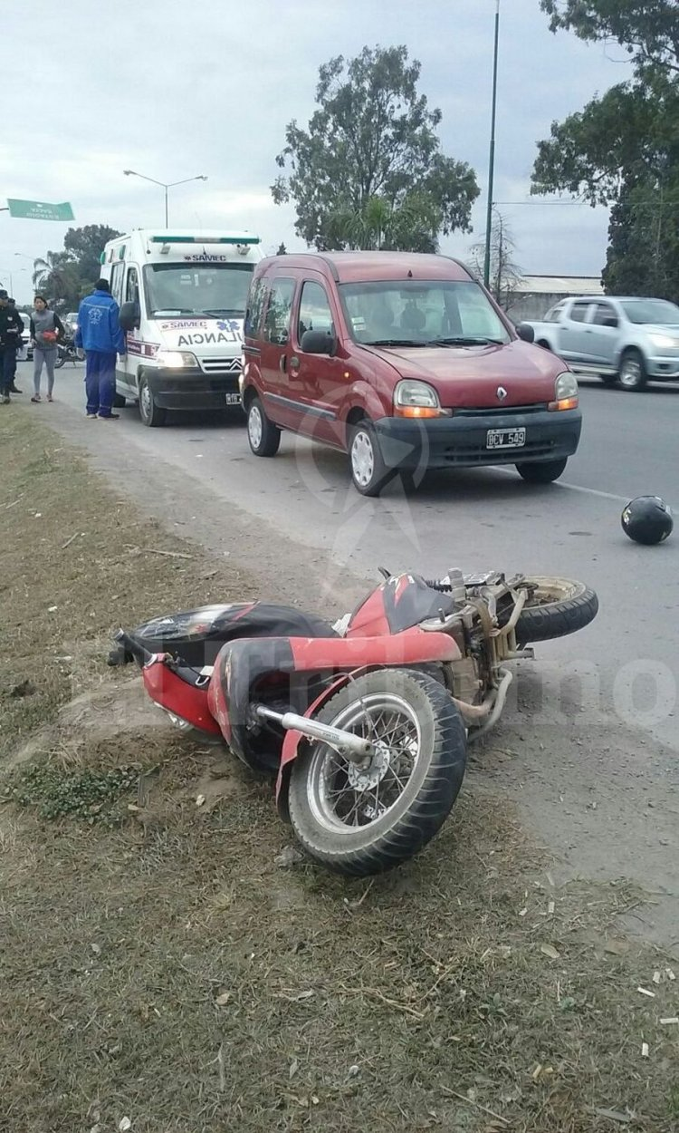 El conductor de la moto sufrió golpes y debió ser hospitalizado. Foto: Pablo Yapura