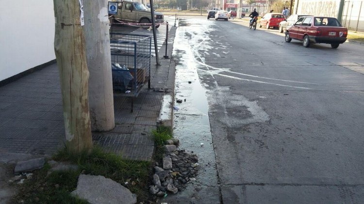 Los reclamos por la pérdida del agua son desde el 8 de Junio. Han pasado casi dos meses y nadie de Aguas del Norte se hizo presente para el arreglo.