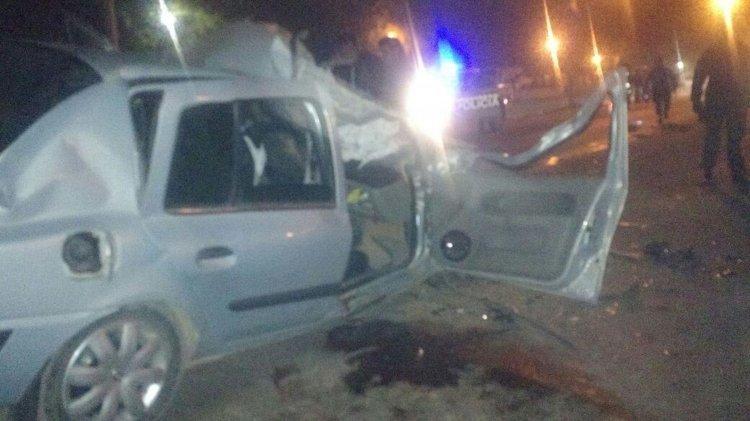 Tres de los cuatro ocupantes del Renault Clío se encuentran en grave estado. Dos fueron derivados al San Bernardo.