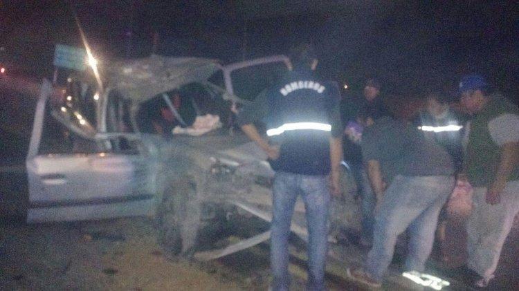 El conductor del Renault Clío es el único que se encuentra fuera de peligro. Resultó con politraumatismos.