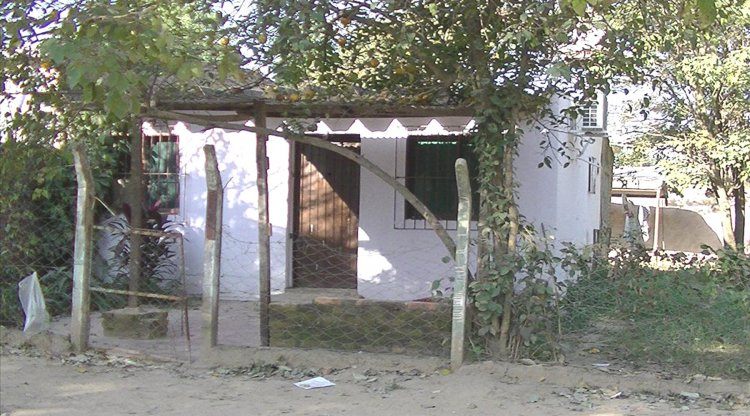 La casa de la mujer de uno de los implicados, allanada ayer.
