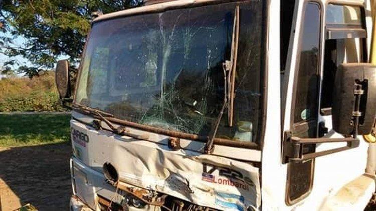 El camión que estuvo involucrado en el accidente de anoche en Embarcación.