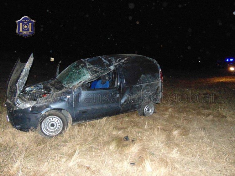 Dos personas resultaron heridas luego de volcar un utilitario. Era manejado por una mujer de 26 años.