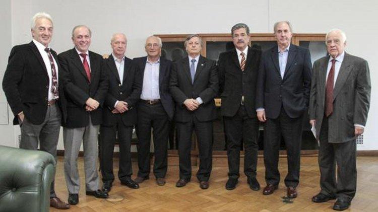 Apud, Montamat, Olocco, Devoto, Aranguren, Aráoz, Lapeña y Guadagni.