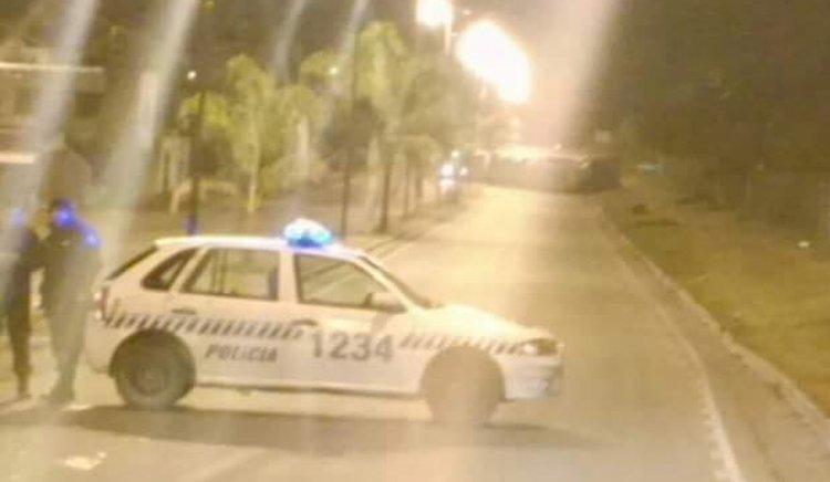 El camión quedó atravesado en la avenida Arenales. Está cortada para el tránsito vehicular. Foto @marcelaPerez