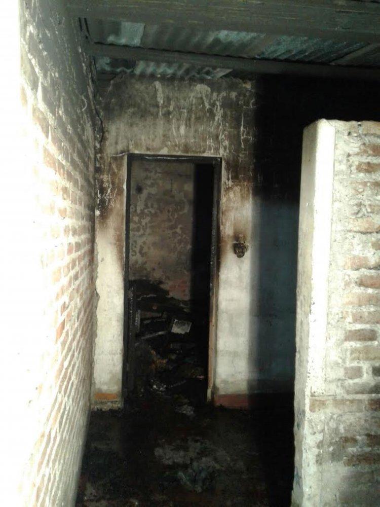Así quedó la habitación donde fellecieron los hermanos de 1 año y cuatro meses, y de 4 meses.