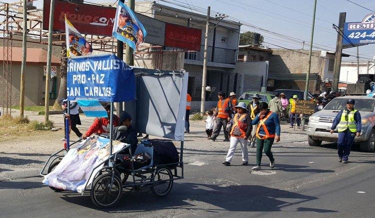 Los peregrinos de San Carlos llegaron a Salta para renovar su pacto de fe con la Virgen y el Señor del Milagro. (Fotos Mariano Gil)