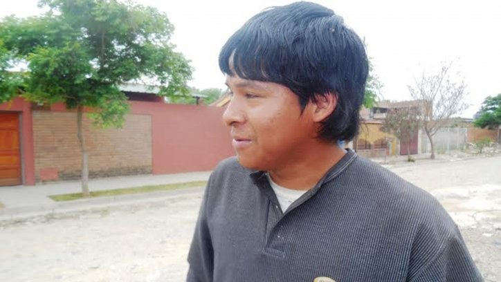 Cristian Zárate, quien vendía tierra para plantas, y se salvó de ser aplastado por el poste.