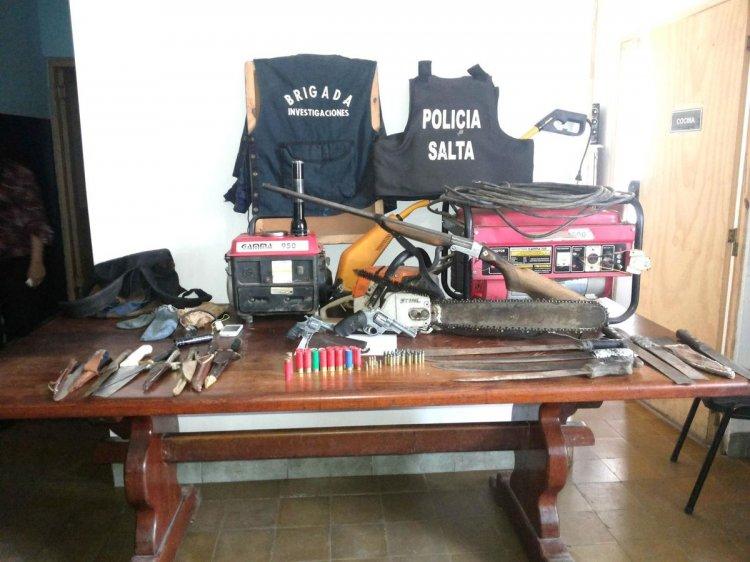 Secuestro de armas en el domicilio de los imputados.