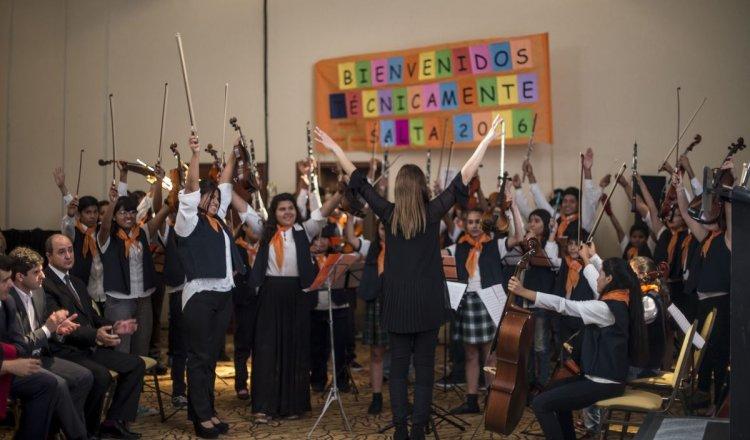 La orquesta del Hogar Escuela, durante su presentación en la feria de ciencias. Foto: Javier Corbalán