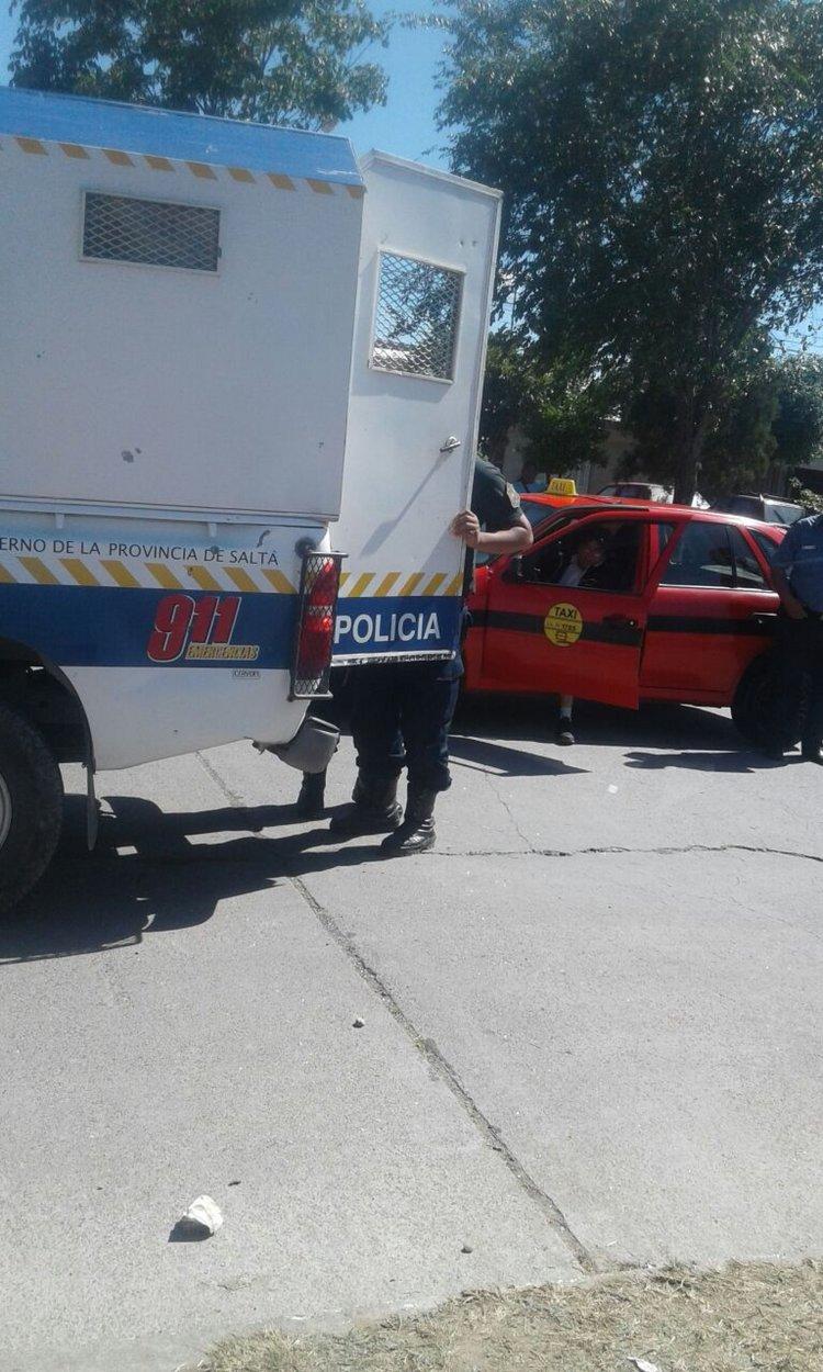 El taxista casi fue linchado por la gente que se encontraba en el lugar, luego de atropellar a un niño de 3 años.