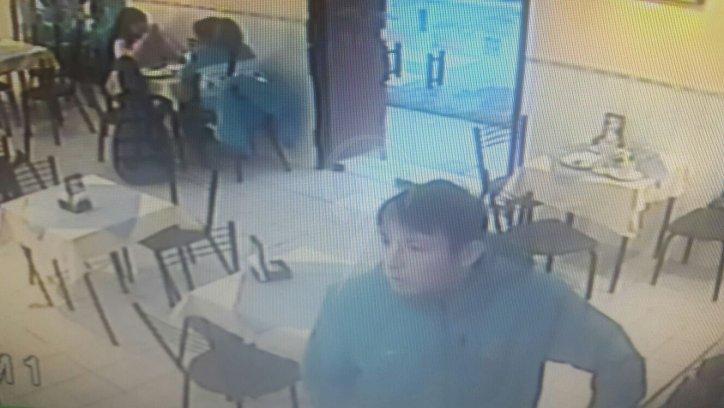 Imagen capturada de la cámara de seguridad del rostro del asaltante.