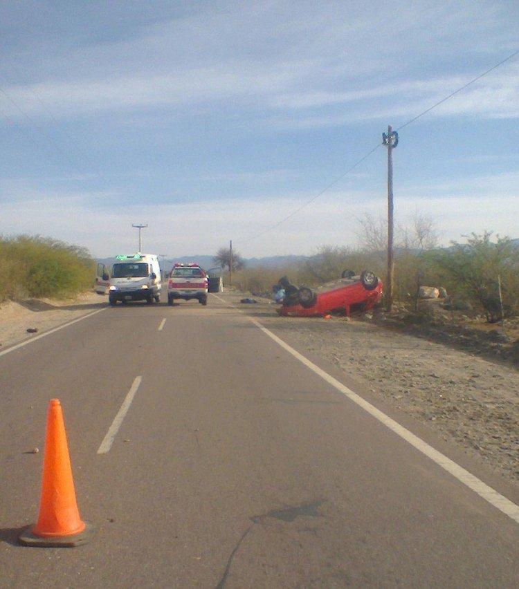 Una ambulancia llevó en código rojo al conductor de la moto. La herida más importante la sufrió en su cabeza.