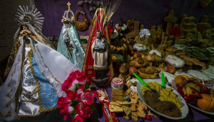 Festejo por el Día de los Muertos en la casa de la familia Báez. Foto: Javier Corbalán