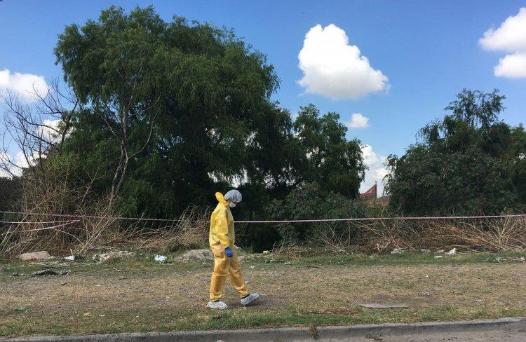 Lugar donde encontraron el cuerpo del joven asesinado. Trabaja en el lugar el CIF. Foto Javier Corbalán, El Tribuno.