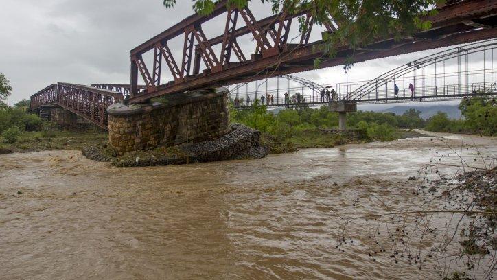 La construcción del puente ferroviario sobre el río Arias data del año 1898. Javier Corbalán